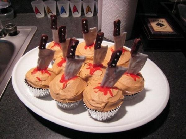 Funny-Halloween-Cupcakes-Bloodicious!!
